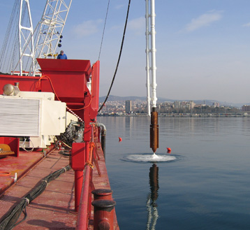 Off shore application<br/>Bottom feed stone columns for sea bed consolidation